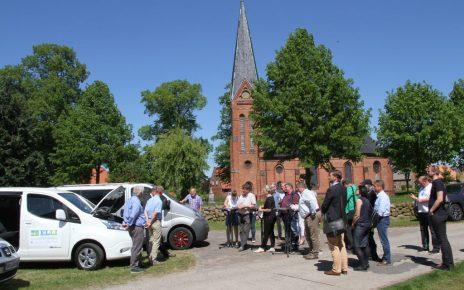 Vor der Jungfernfahrt: Das Bürgerbus-Netzwerk 'ELLI' zeigt seine Fahrzeugflotte