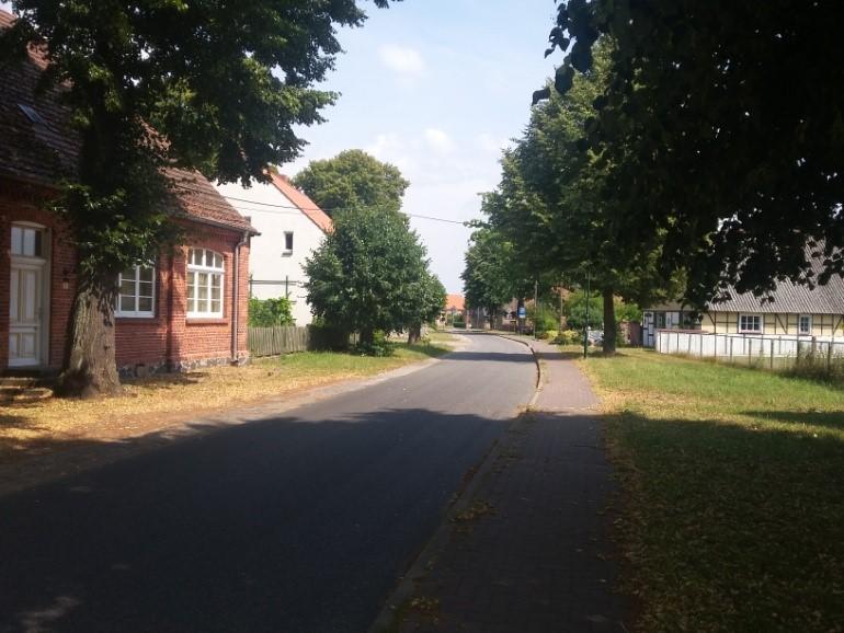 Abb. 21 Dorfstraße in Kieve